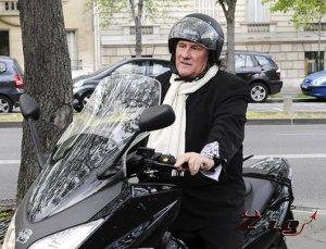 Жерар Депардье был арестован за вождение скутера в нетрезвом виде.
