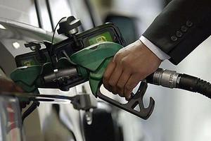 На московских заправках цены на топливо немного снизились