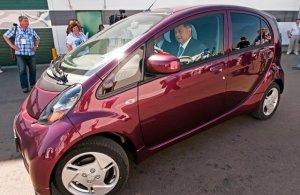 Губернатор Калужской области начал водить электромобиль
