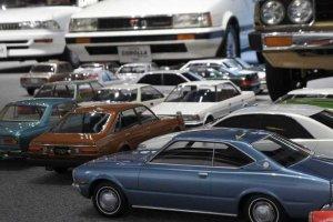 Toyota показывает свою коллекцию моделей автомобилей