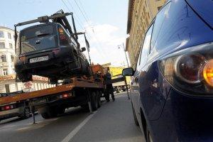 Названа стоимость платной эвакуации автомобилей в столице