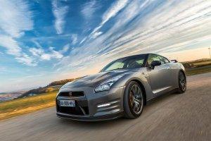Новый Nissan GT-R получил фары на светодиодных элементах