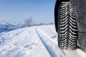 Какие зимние шины выбрать: шипованные или липосистему?