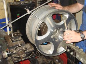 Особенности ремонта литых дисков