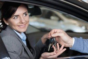 Прокат авто: кто нуждается в этой услуге?