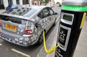 На столичных парковках появятся электрозаправки