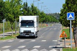 Renault начали тестировать дизель-электрический грузовик