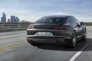 Porsche Panamera будет выпущена с гибридным приводом