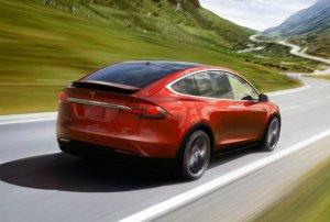 Tesla обновит программное обеспечение своих транспортных средств