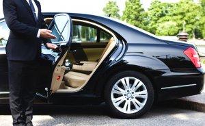 В чем отличия услуг обычного такси и аренды автомобиля с водителем